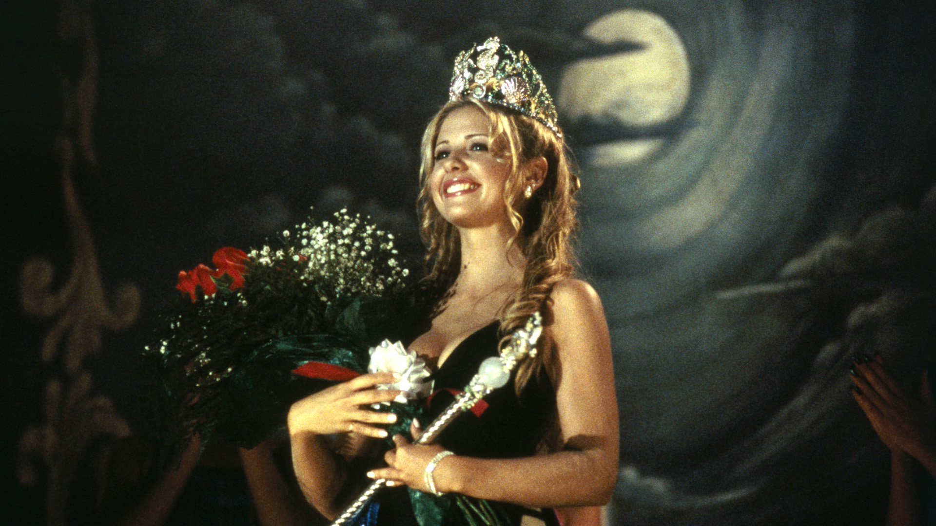 """Sarah Michelle Geller is crowne """"The Croaker Queen"""" in I Know What You Did Last Summer"""