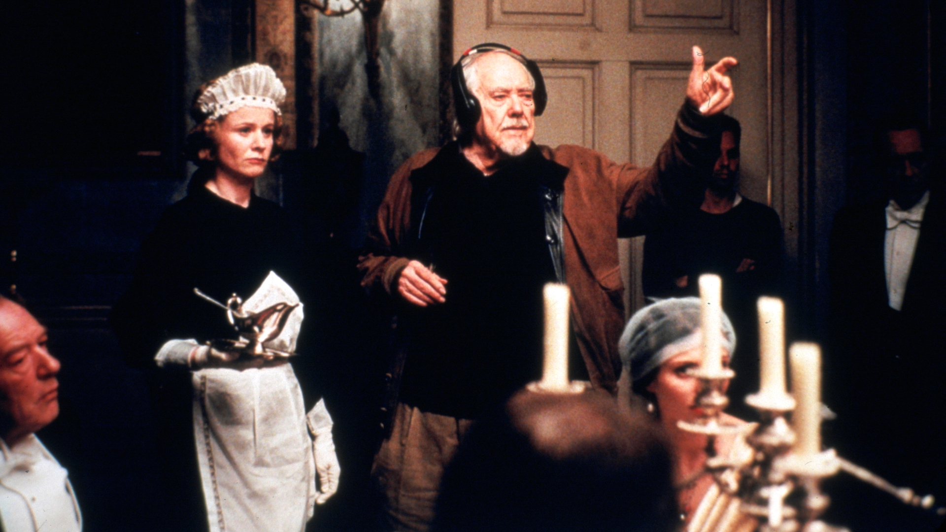 Robert Altman directs on the set of Gosford Park