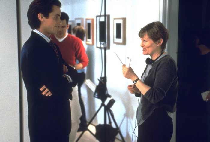 Christian Bale and director Mary Harron talk on the set of American Psycho