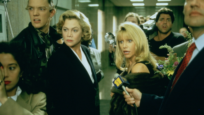 Kathleen Turner and Suzanne Sommers in Serial Mom