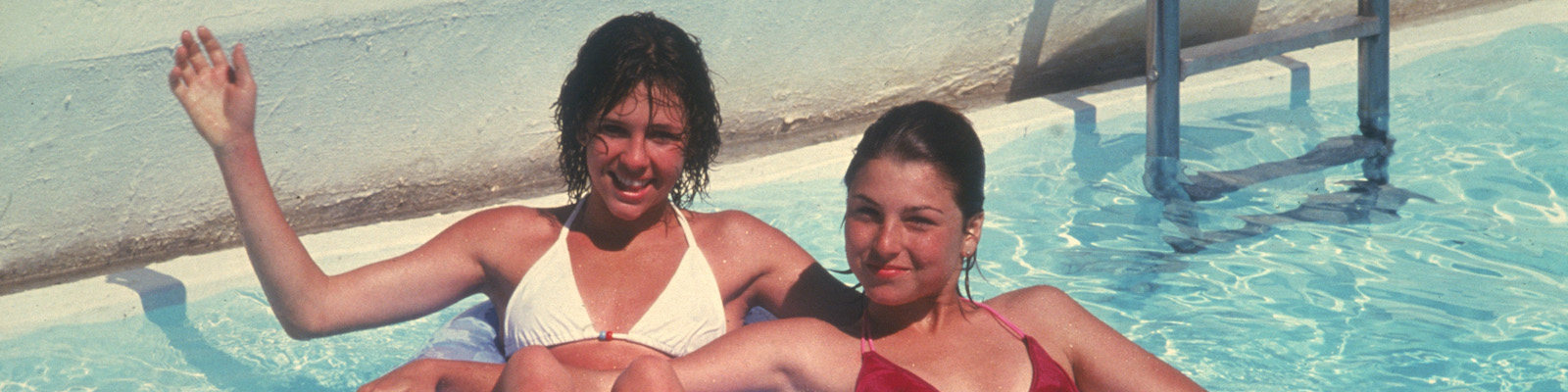 Kristy McNichol and Tatum O'Neal lounge in a pool in Little Darlings