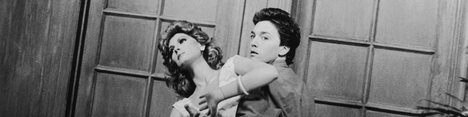 Andrew McCarthy carries a mannequin in a black and white still photo from the film Mannequin (1987)