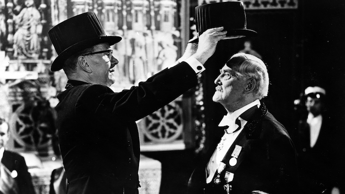 A top hat is placed on Victor Sjöström as Professor Isak Borg in Wild Strawberries